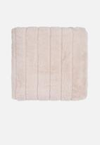 Hertex Fabrics - Mink faux fur throw - camel