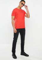 GUESS - Pima emb short sleeve tee - red