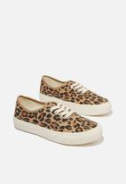 Cotton On - Jamie lace up plimsoll - brown & black