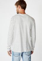 Cotton On - Easy stripe tbar premium long sleeve tee - White & navy