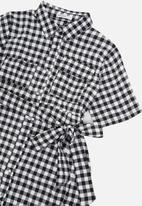 Glamorous - Maternity gingham maxi shirtdress - black