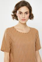 Jacqueline de Yong - Starr life short sleeve top - brown & white