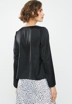 ONLY - Faby long sleeve V-neck top - black