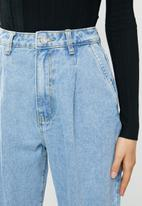 Missguided - Slouch highwaisted pleat detail jean - blue