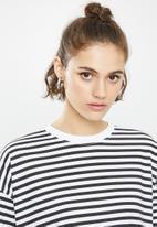 Missguided - Oversized long sleeve T-shirt dress stripe - white & black