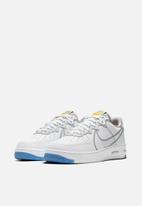 Nike - Air Force 1 react - white / lt smoke grey-university gold