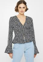 Missguided - Abstract spot peplum blouse - black & white