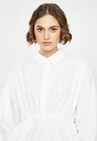 Missguided - Poplin gathered waist shirt - white