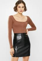 Missguided - Ribbed button front bodysuit - rust