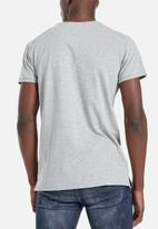 S.P.C.C. - Hudson straight hem logo tee - grey