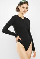 Missguided - Button front rib long sleeve bodysuit - black