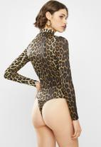 Missguided - Animal cut out high neck long sleeve bodysuit - brown