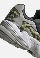 adidas Originals - Falcon - core black / metal grey / ftwr white