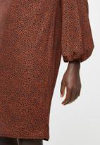 edit - Cuffed balloon sleeve shift dress - rust & black