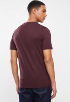 Dickies - Dickies horseshoe T-shirt - maroon