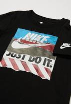Nike - Nike shoe box tears short sleeve tee - black