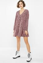 Missguided - Button through smock dress long sleeve dalmatian - pink & brown