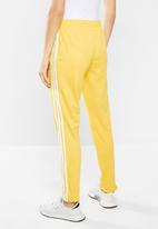 adidas Originals - Adicolour sst track pants - yellow