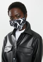 Superbalist - 2 Pack fabric mask - black & white