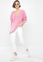 Glamorous - V-neck knitted jumper - pink
