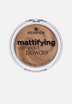 essence - Mattifying compact powder - 43 toffee