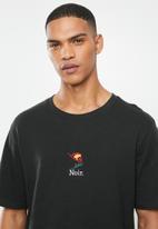 Cotton On - Noir rose tbar art T-shirt - black
