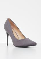 Jada - Faux suede court - grey