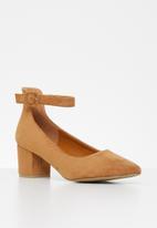 Jada - Faux suede heel - brown