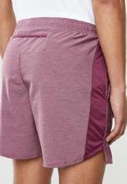 "Nike - Nike challenger 7"" shorts - burgundy"