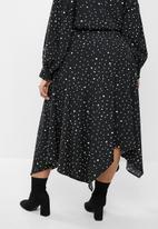 edit Plus - Aop hanky hem skirt (plus) - black & white