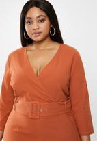 Glamorous - Plus belted 3/4 sleeve wrap dress - rust
