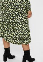 Glamorous - Plus mini wrap dress - green & black