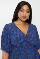Glamorous - Plus ditsy floral midi wrap dress - blue