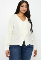Glamorous - Plus v-neck blouse - cream