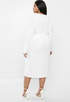 Glamorous - Plus long sleeve belted dress with front slit - white