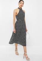 Glamorous - Geo print halter neck midi - black & white