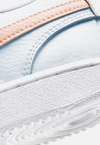 Nike - Court Vision low - white / washed coral-aura-pale ivory
