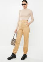 Missguided - Clean twill oversized pocket detail cargo trouser - camel