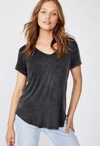 Cotton On - Karly short sleeve v-neck top - black wash