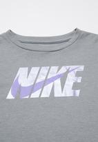 Nike - Nike girls met Nike blk swsh long sleeve box tee - grey