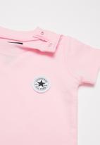 Converse - Converse lil chuck romper/sock set - pink