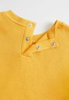 MANGO - Sweatshirt little  - mustard
