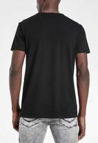 S.P.C.C. - Bridge straight hem logo tee - black