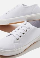 Cotton On - Lisa lace up plimsoll - white