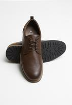 Call It Spring - Middendr - brown
