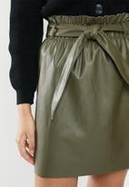 Vero Moda - Awardbelt short coated skirt - green