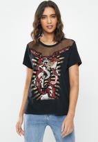 GUESS - Short sleeve embellished dragon ez tee - black