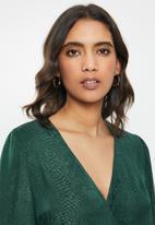 GUESS - Long sleeve Raeleana surplice top - green
