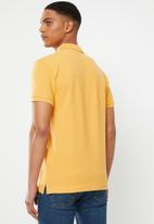 Levi's® - Levi's® housemark polo - yellow