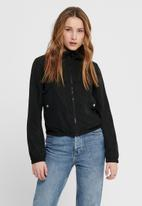 Jacqueline de Yong - Reach hood jacket treats - black